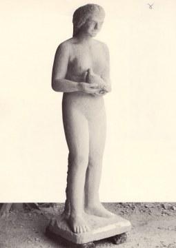 Ragazza con colomba, 1993, pietra divicenza, cm. 220x63x58